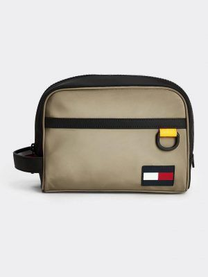 AM05870 0 20200625131400 1 300x400 - M TOMMY V20 WASHBAG